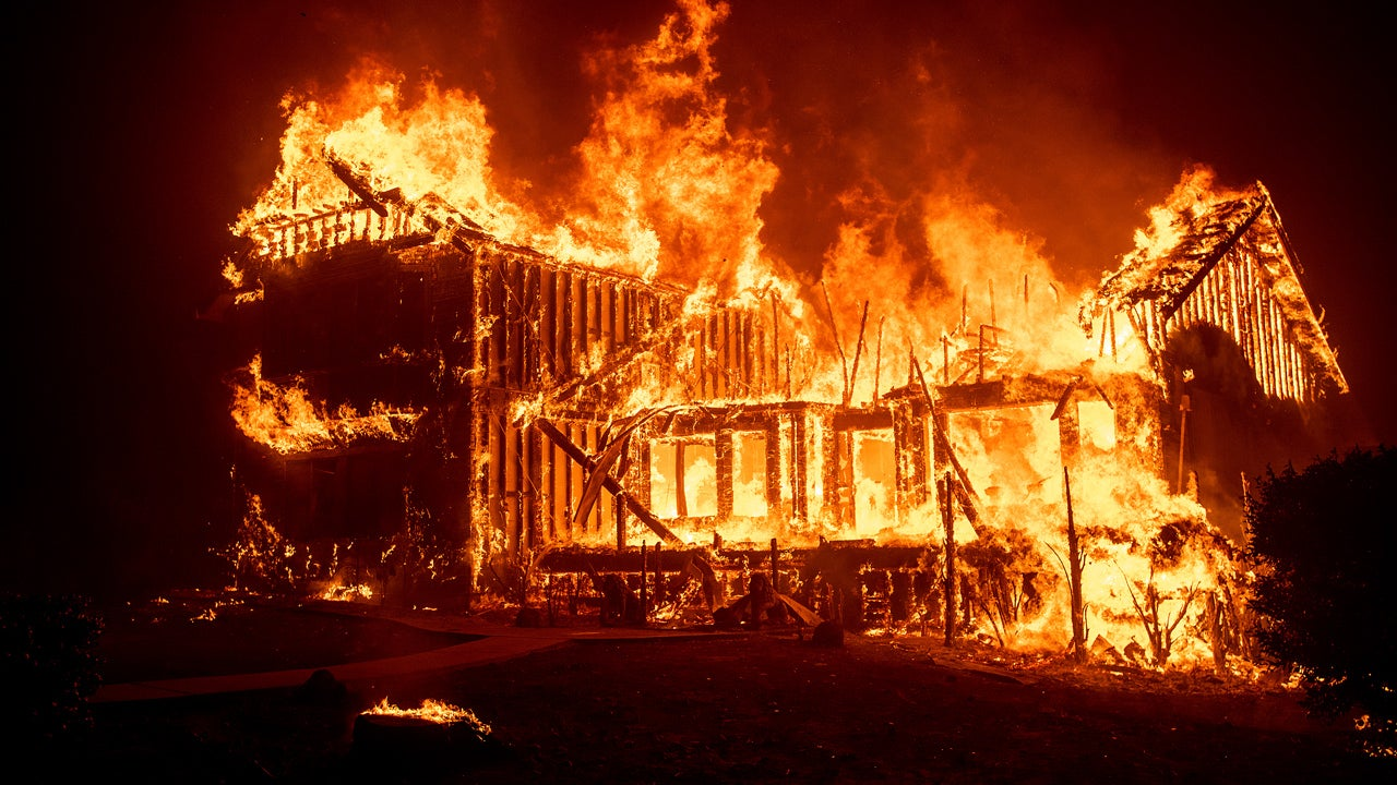 california wildfires burn out of control camp fire destroys hundreds of structures in paradise. Black Bedroom Furniture Sets. Home Design Ideas