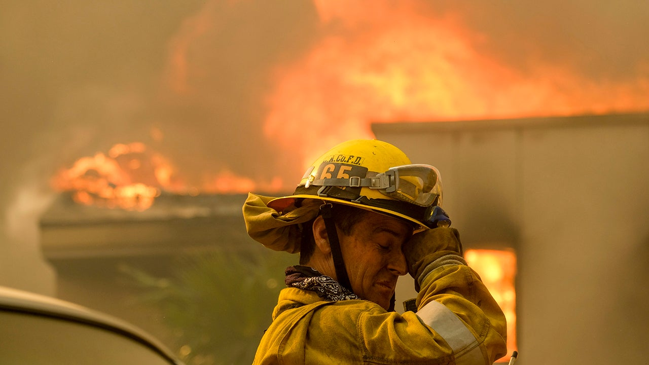 44 Dead, Tens of Thousands Evacuated as Wildfires Char California Towns (PHOTOS)