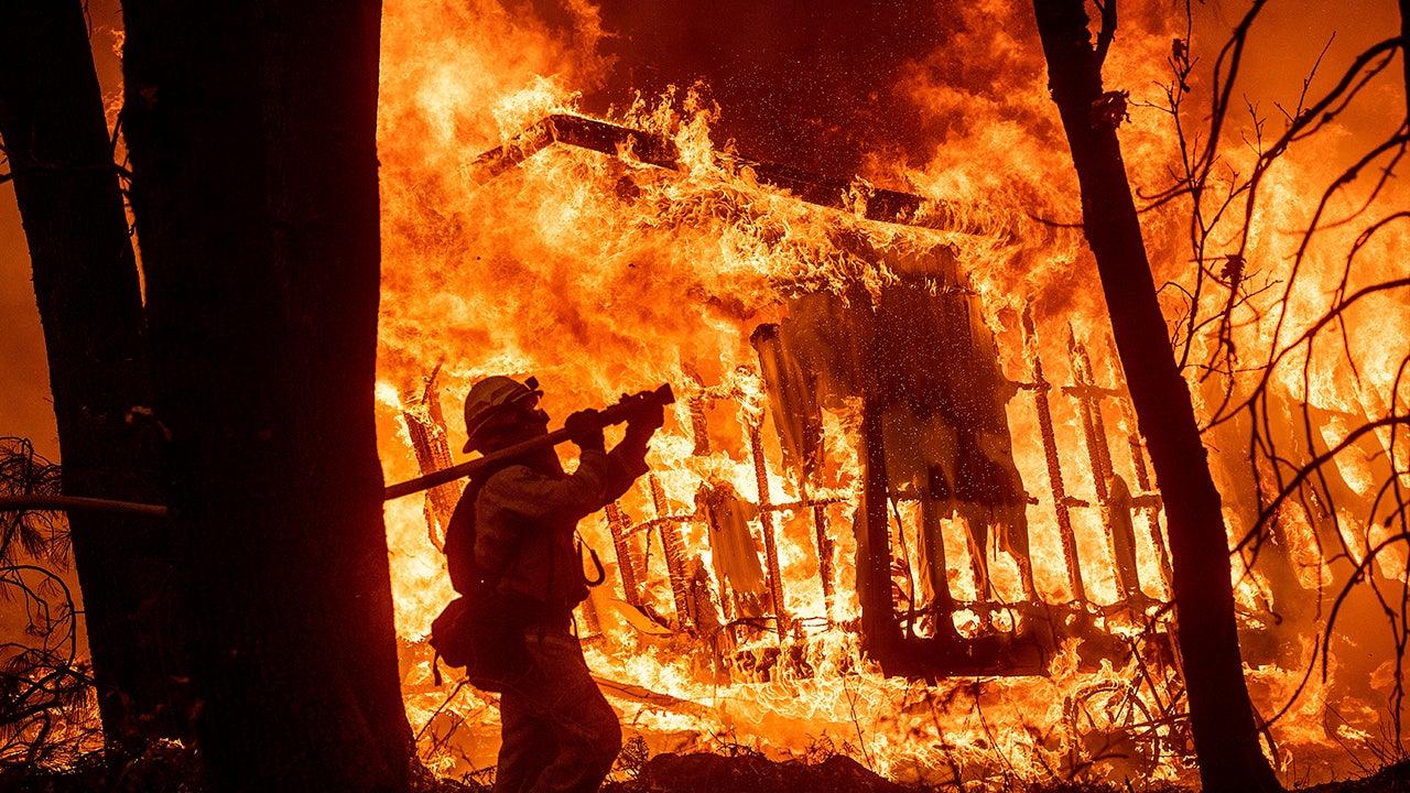 Flammenhölle wütet in Kalifornien – und Trump droht, Bundesmittel einzustellen