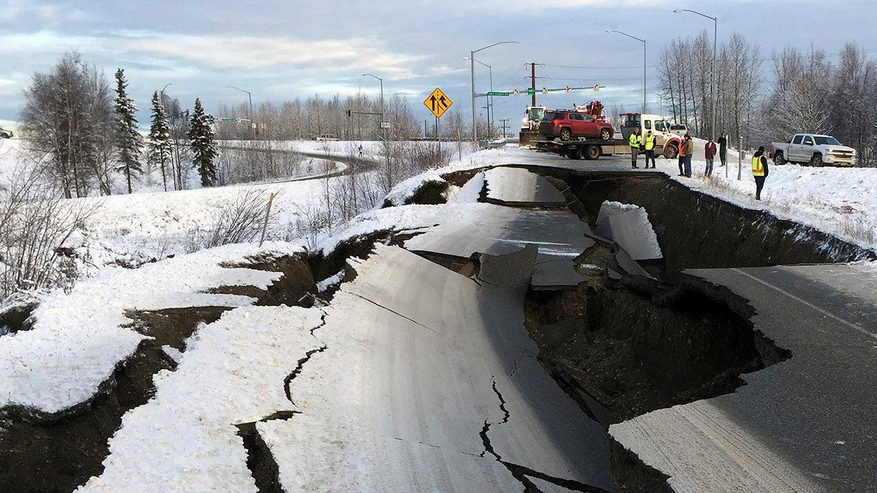 Magnitude 7 Earthquake Rocks Anchorage, Alaska (PHOTOS)