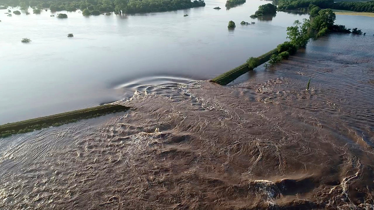 Arkansas and Missouri Levees Breach as May Flooding Breaks Records in Central U.S. (PHOTOS)