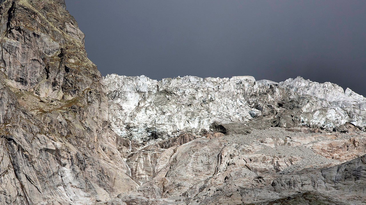 Evacuating a Collapsing Glacier (PHOTOS)