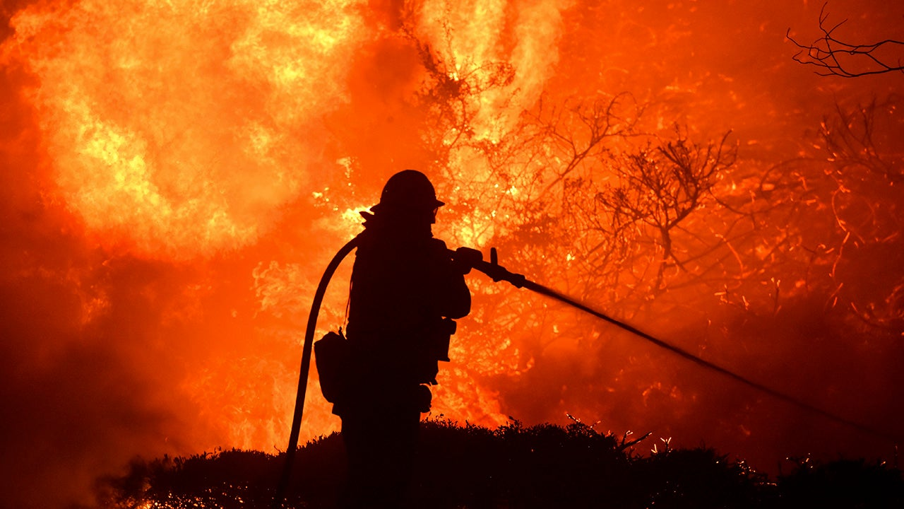 Wildfires Rage in California (PHOTOS)