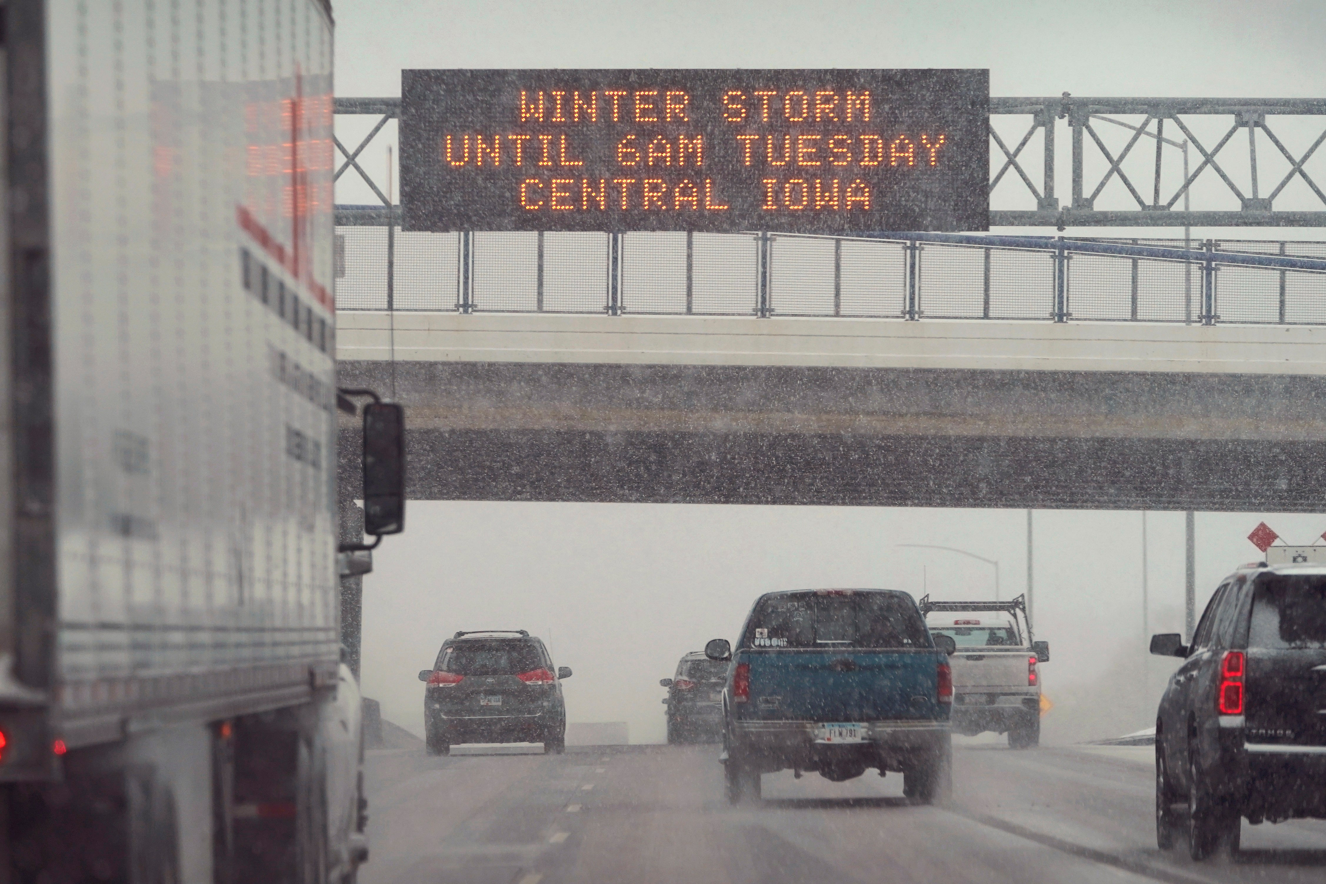 Winter Storm Brings Travel Headaches to the Plains (PHOTOS) | The Weather Channel - Articles from The Weather Channel | weather.com