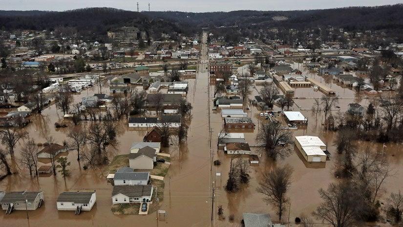 midwest flooding  levee break threatens missouri homes