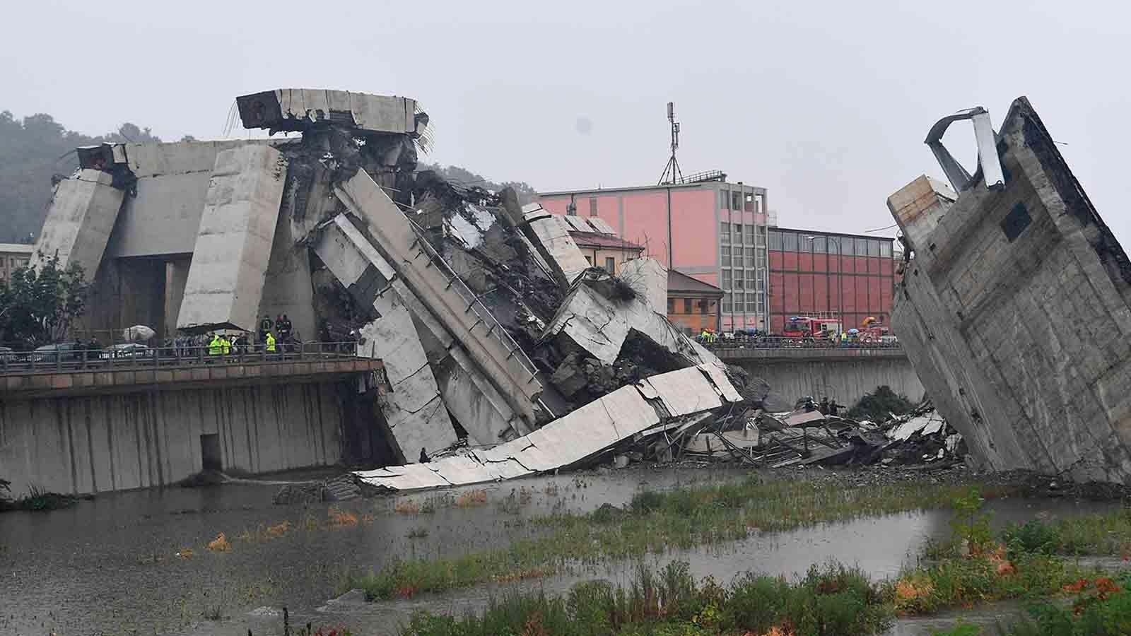Dutzende Tote: Nach Unwettern stürzt Autobahnbrücke in Genua ein