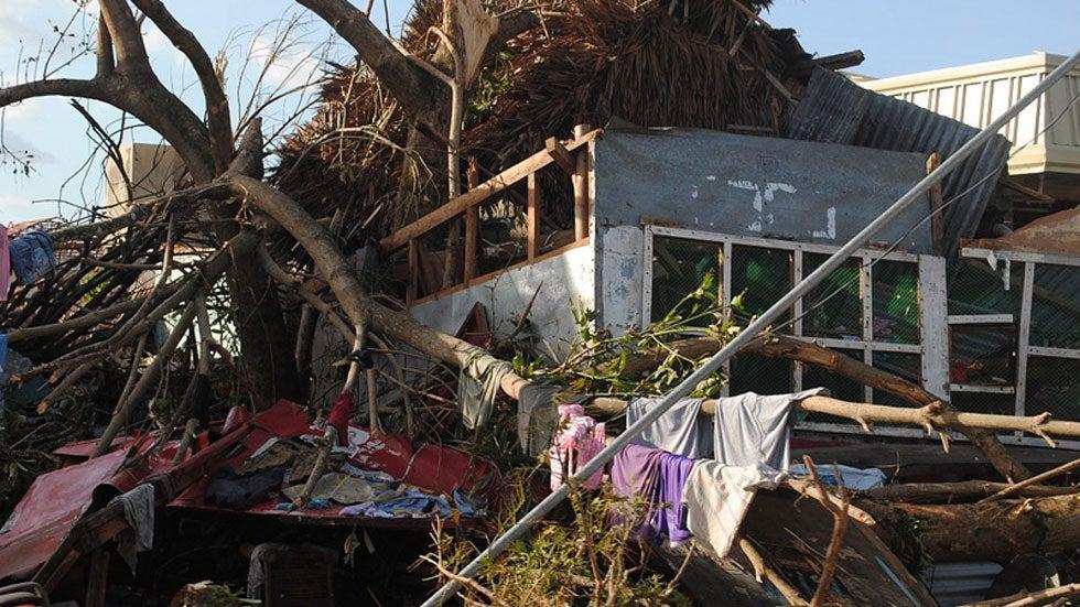 how typhoon haiyan compares to the 2004 tsunami