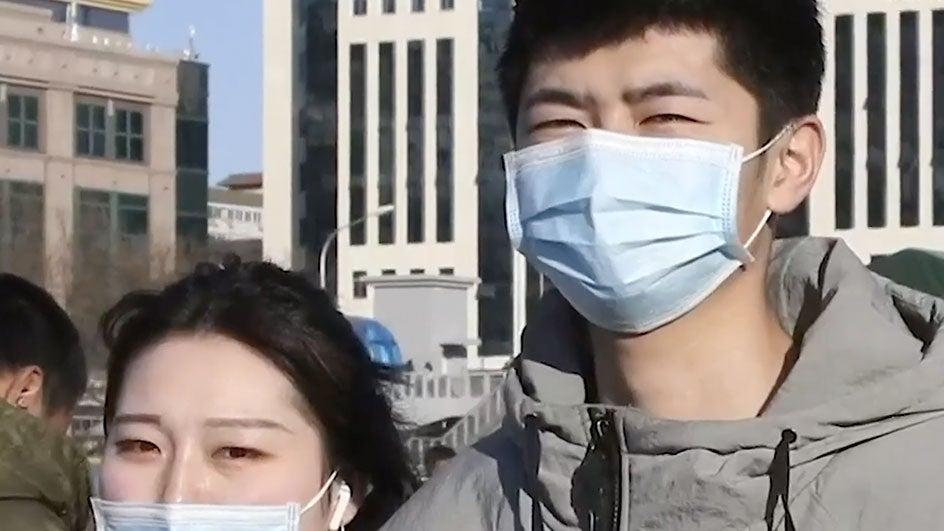 Los brotes de coronavirus siguen expandiéndose en Corea del Sur, Italia, e Irán. Iraq ya reportó un primer caso. La OMS ha pedido a los países y comunidades que se preparen para la expansión del virus.