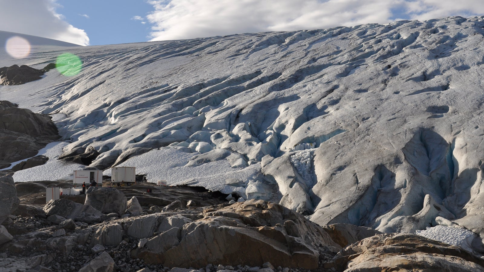Umweltschützer alarmiert: Unternehmer will Eiswürfel aus Gletschereis verkaufen