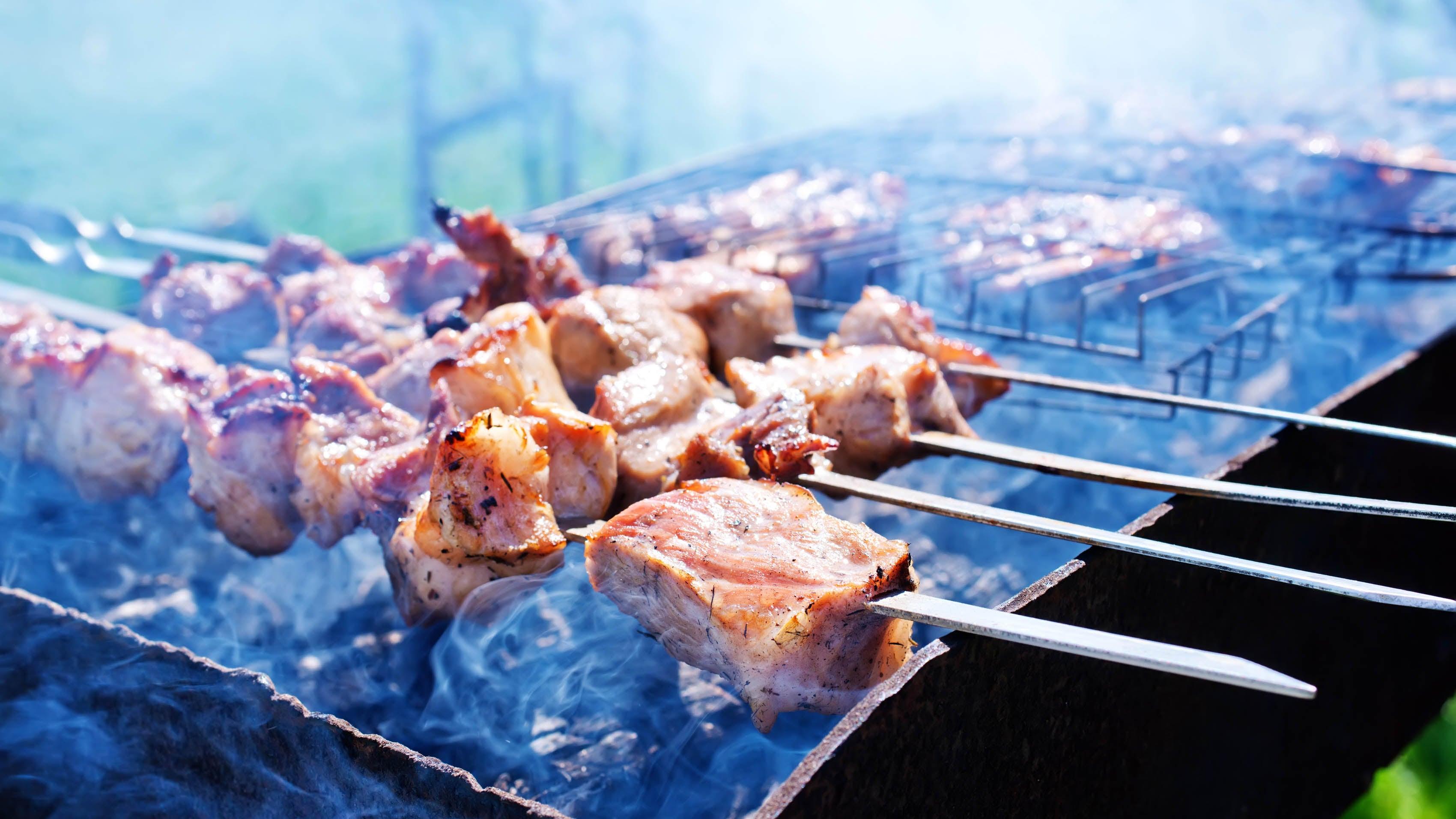 Gefahr beim Grillen: Krebserregende Stoffe gehen unter die Haut