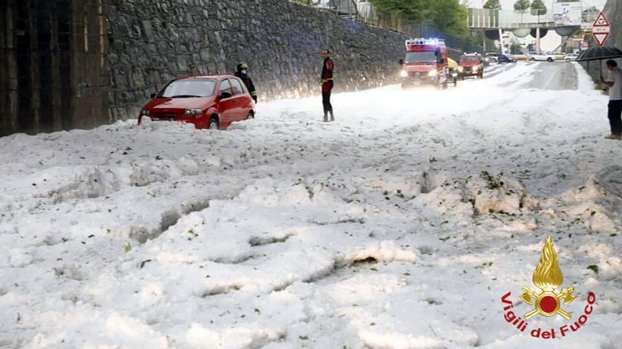 Hagelflut in Italien: Autos stecken in weißen Massen fest – Zyklon wütet in Asien