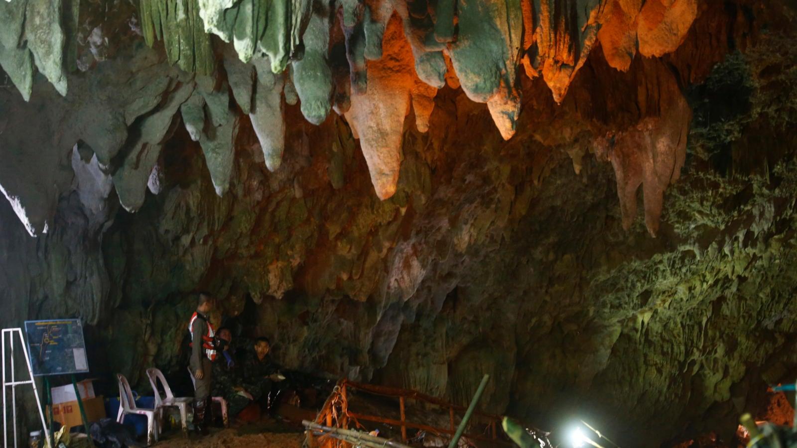 Thailands Höhlen-Drama: Chaotische Suche, doch niemand gibt die Hoffnung auf