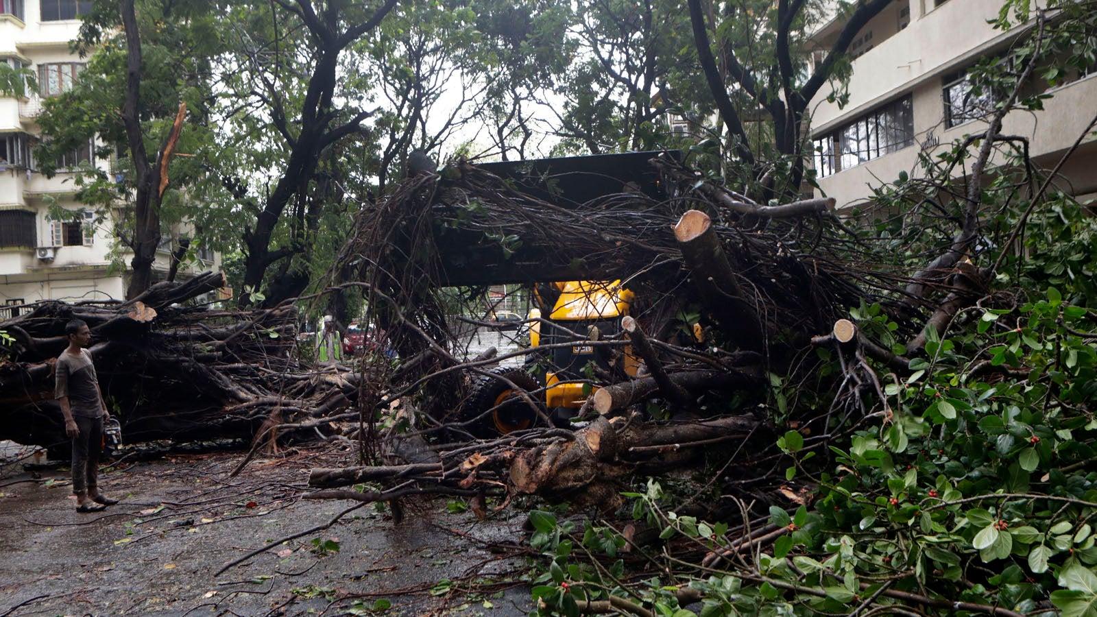 Zyklon Nisarga trifft Indien -Zerstörungen auch in Mumbai