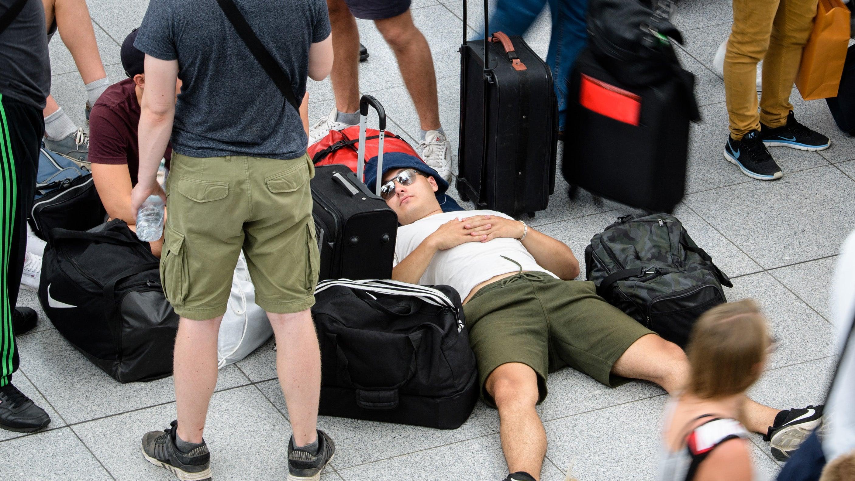 Frau sorgt für Flughafen-Chaos in München - 200 Flüge fallen aus