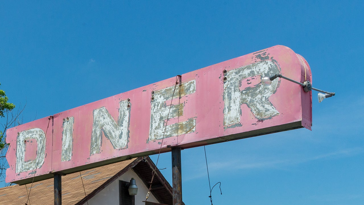 Photographer Liz Roll Documents Abandoned Restaurants and Bars