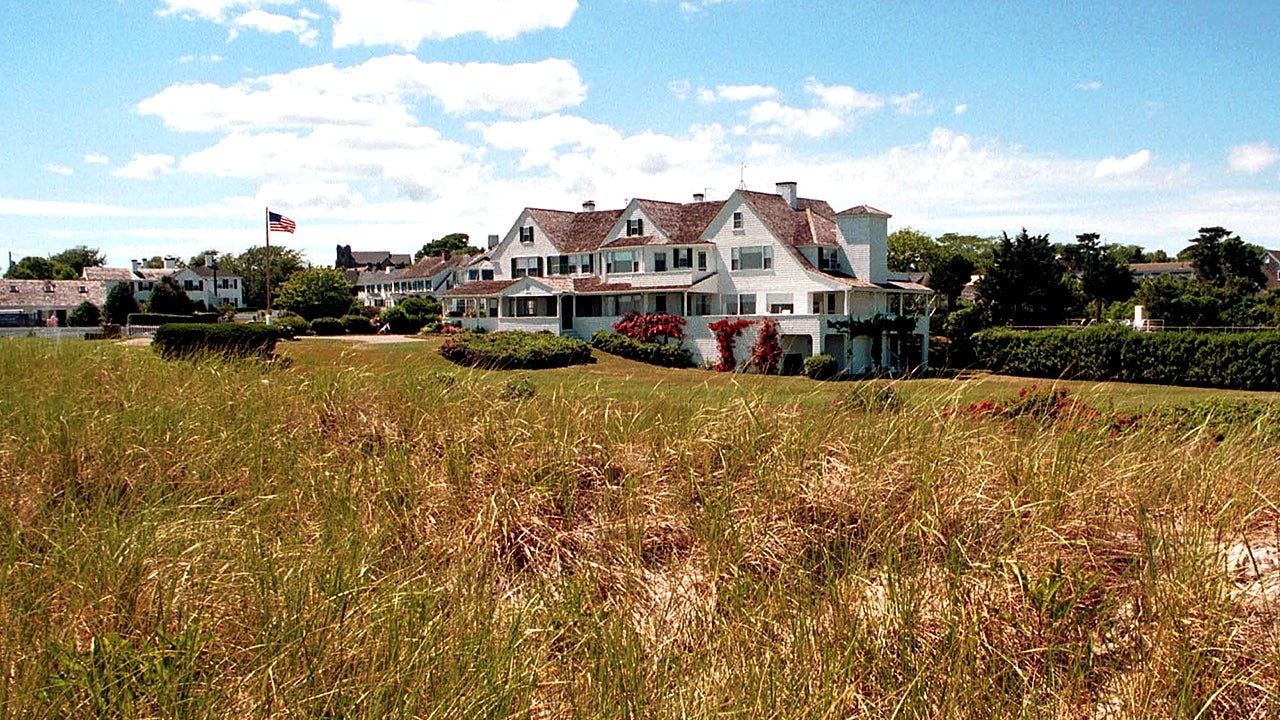 The Kennedy Compound: Iconic Summer Getaway (Photos)