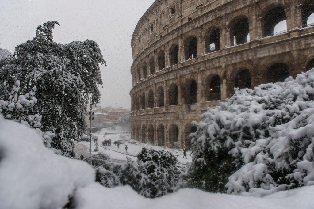 La insólita belleza de Roma bajo la nieve