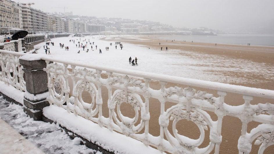 Las mejores imágenes de San Sebastián bajo la nieve
