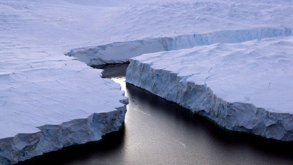El suelo de la Antártida se eleva; buena noticia contra el deshielo