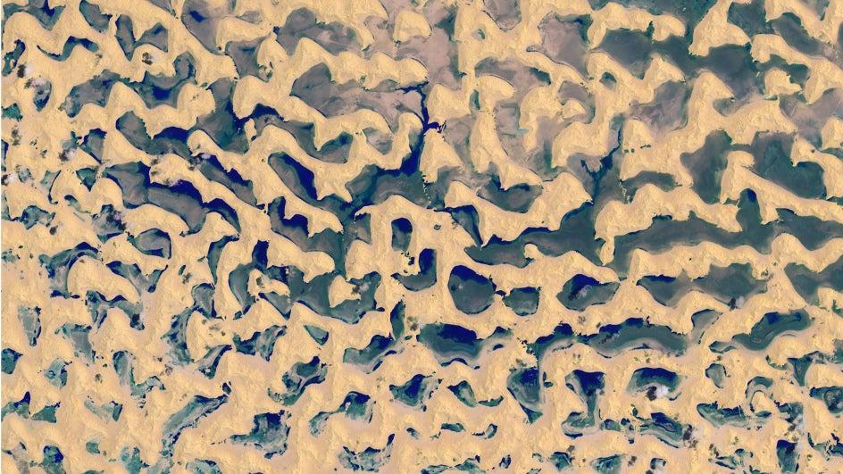 Lagos entre las dunas del desierto de Rub' al-Khali