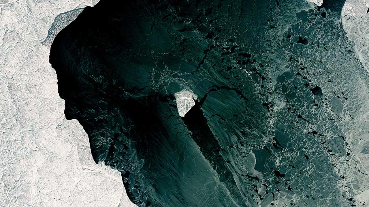 La NASA descubre hielo flotante con forma de diamante en el mar Caspio