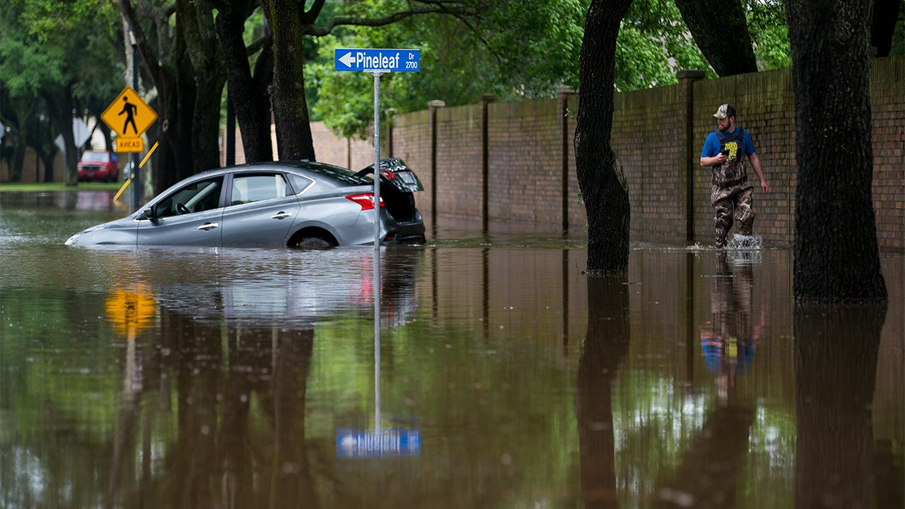 Flooding Strands Dozens of Drivers in Houston; Thousands Without Power in Texas, Louisiana