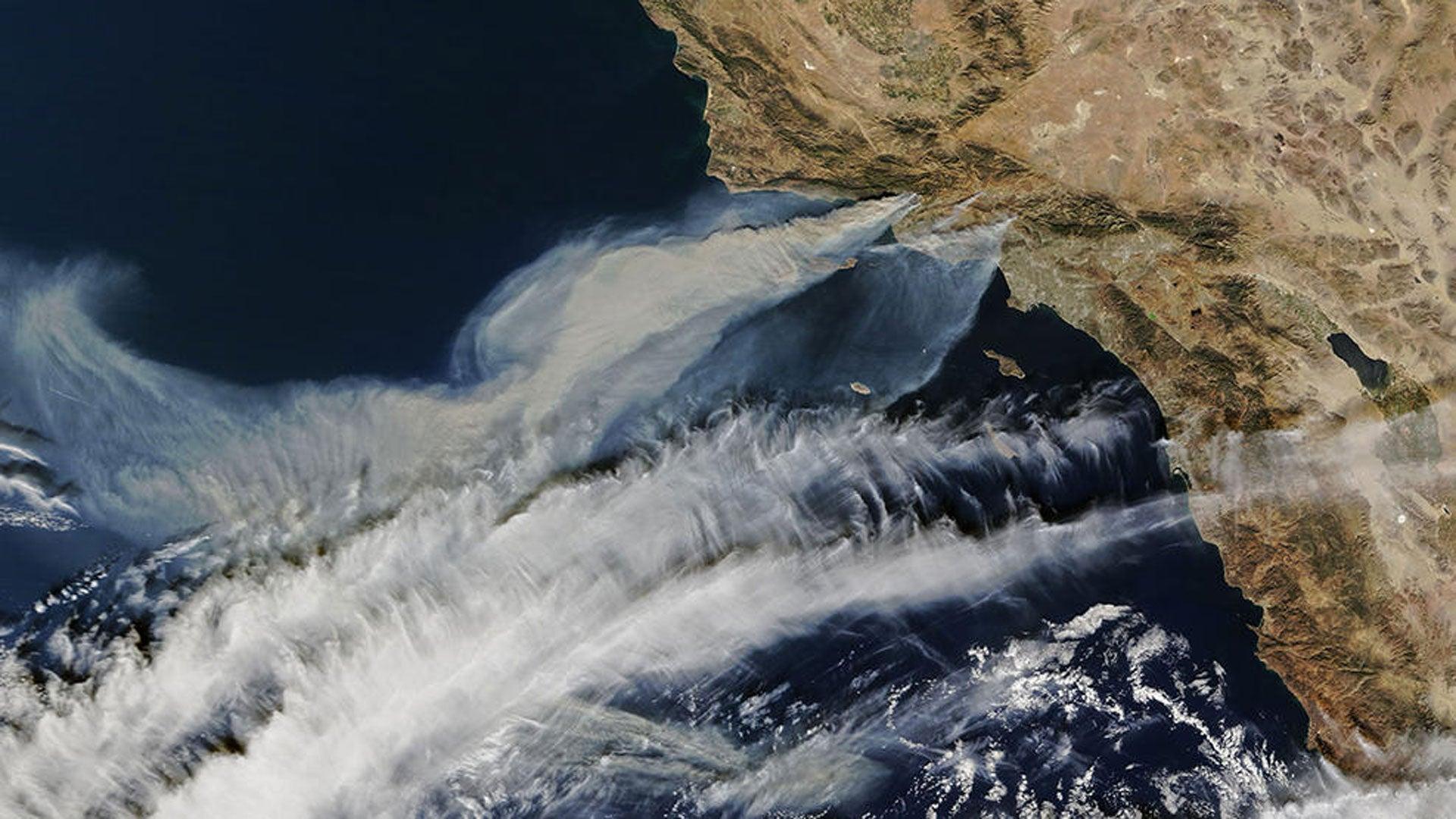 Les images impressionnantes des incendies en Californie vus de l'espace