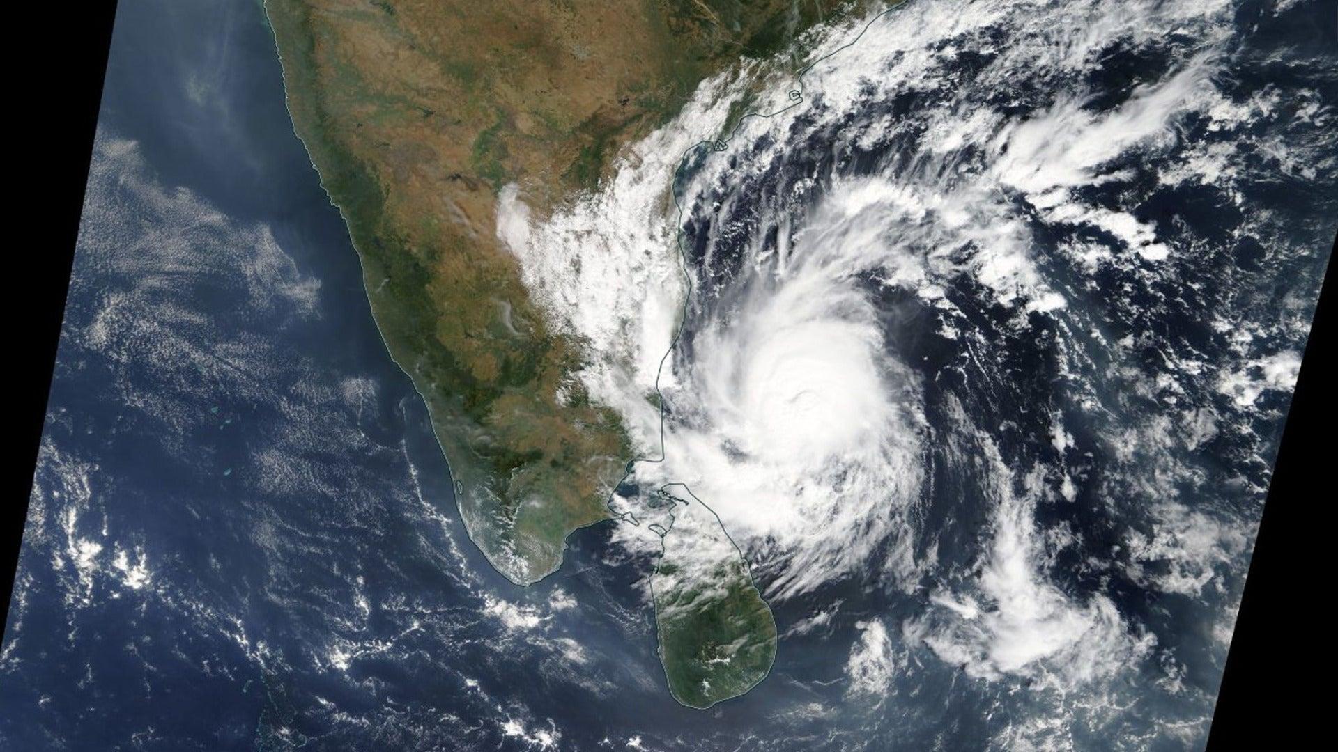 Erdrutsche und Fluten: Wirbelsturm Gaja bedroht indische Küste