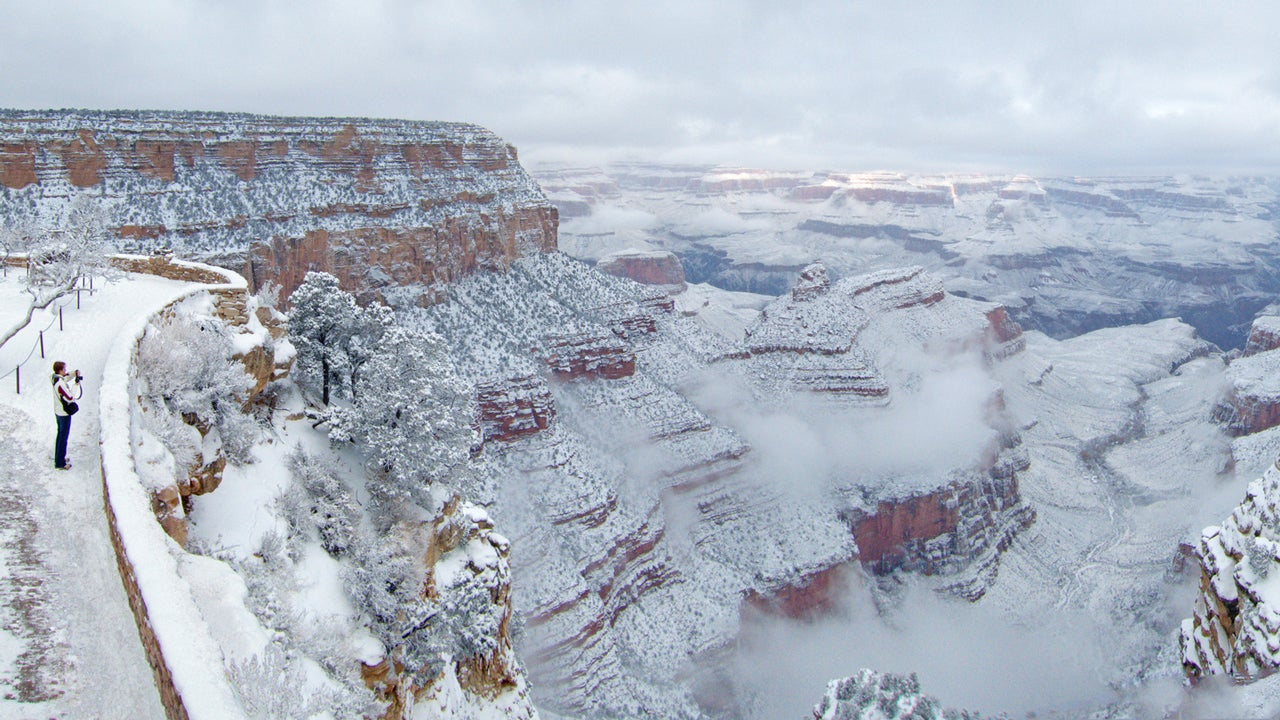 winter storm frona turns grand canyon into winter