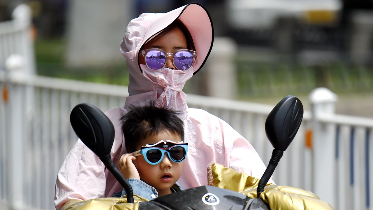 An Intense Heat Wave is Striking China. Here's How People are Dealing (PHOTOS)