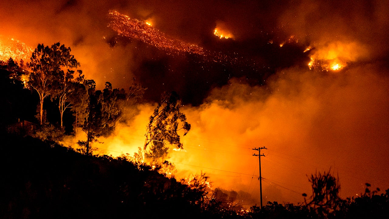 California's Cave Fire Rages (PHOTOS)