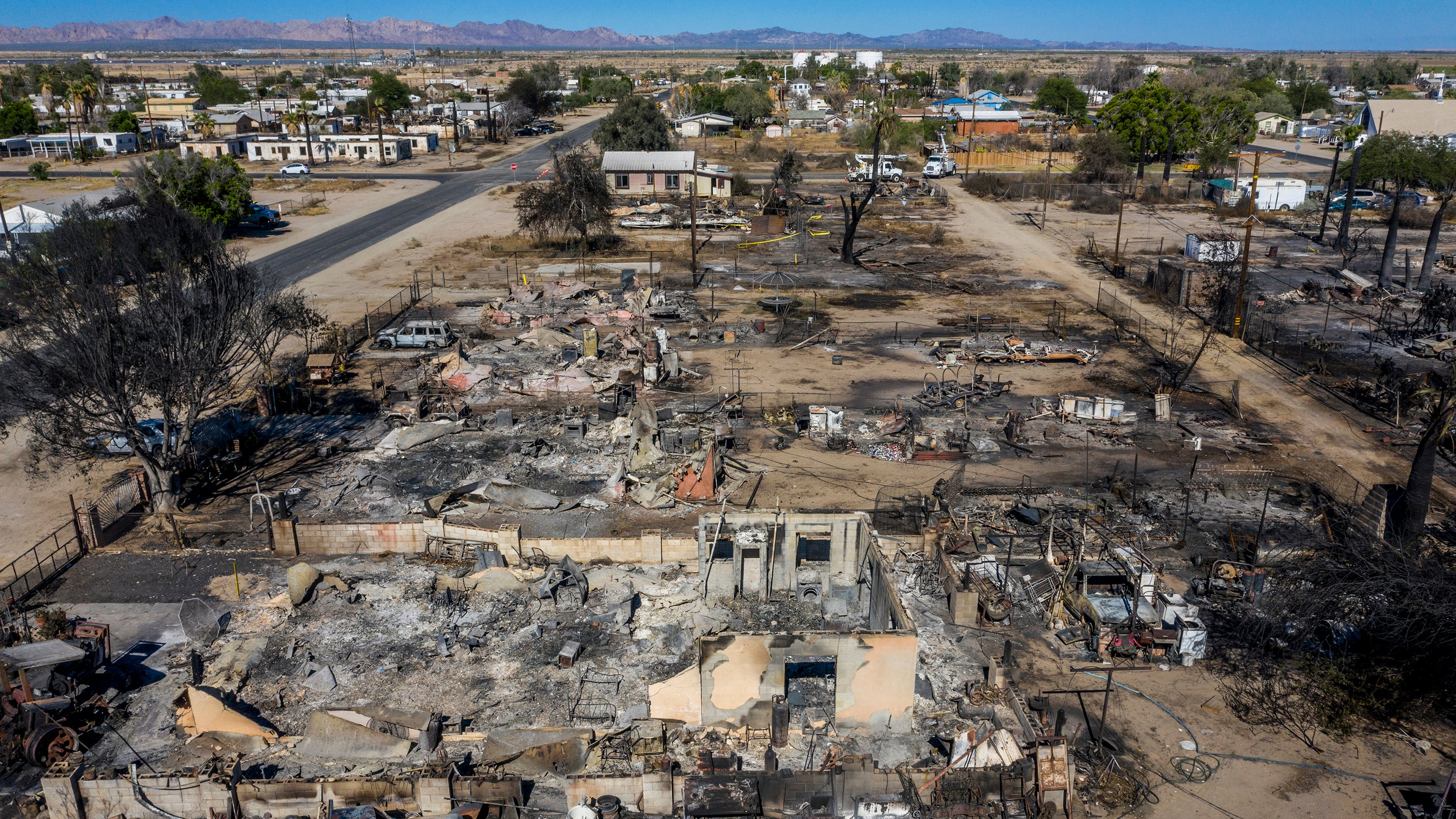 Wildfire Destroys 40 Homes in Southern California (PHOTOS)