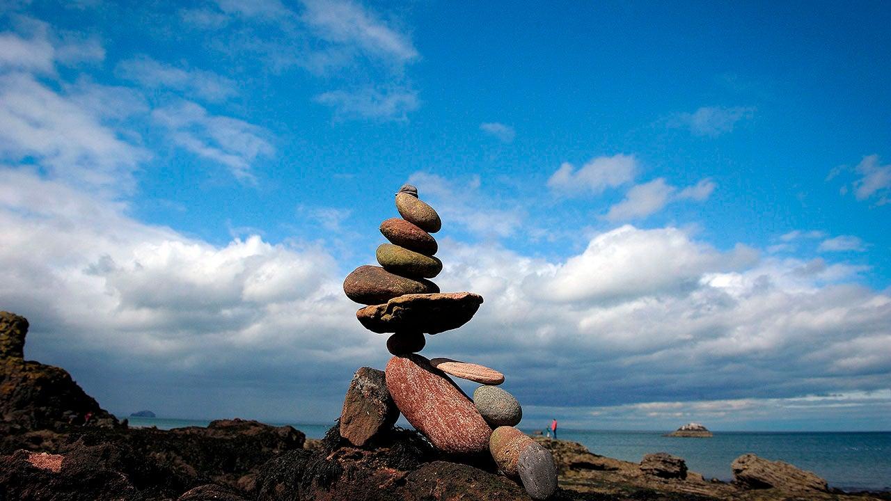 Gravity-Defying Stone Sculptures in Scotland (PHOTOS)