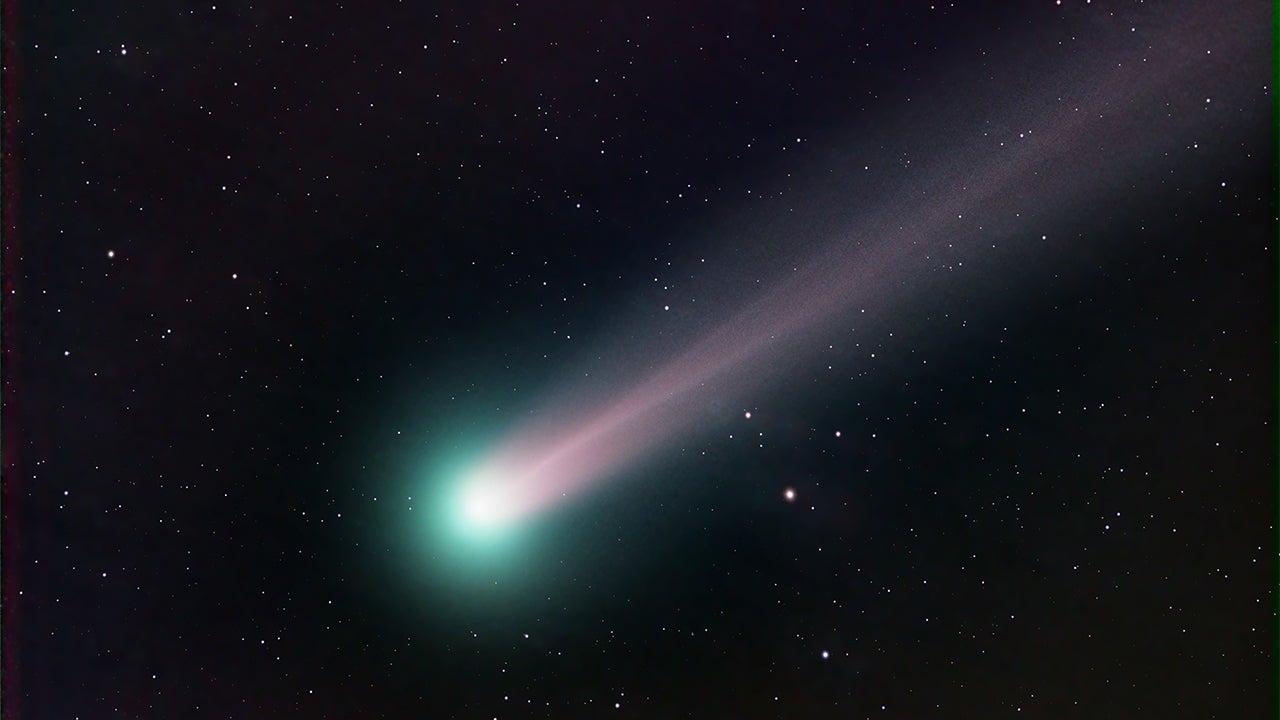 Green  U0026 39 Incredible Hulk U0026 39  Comet To Zip Past Earth This Week