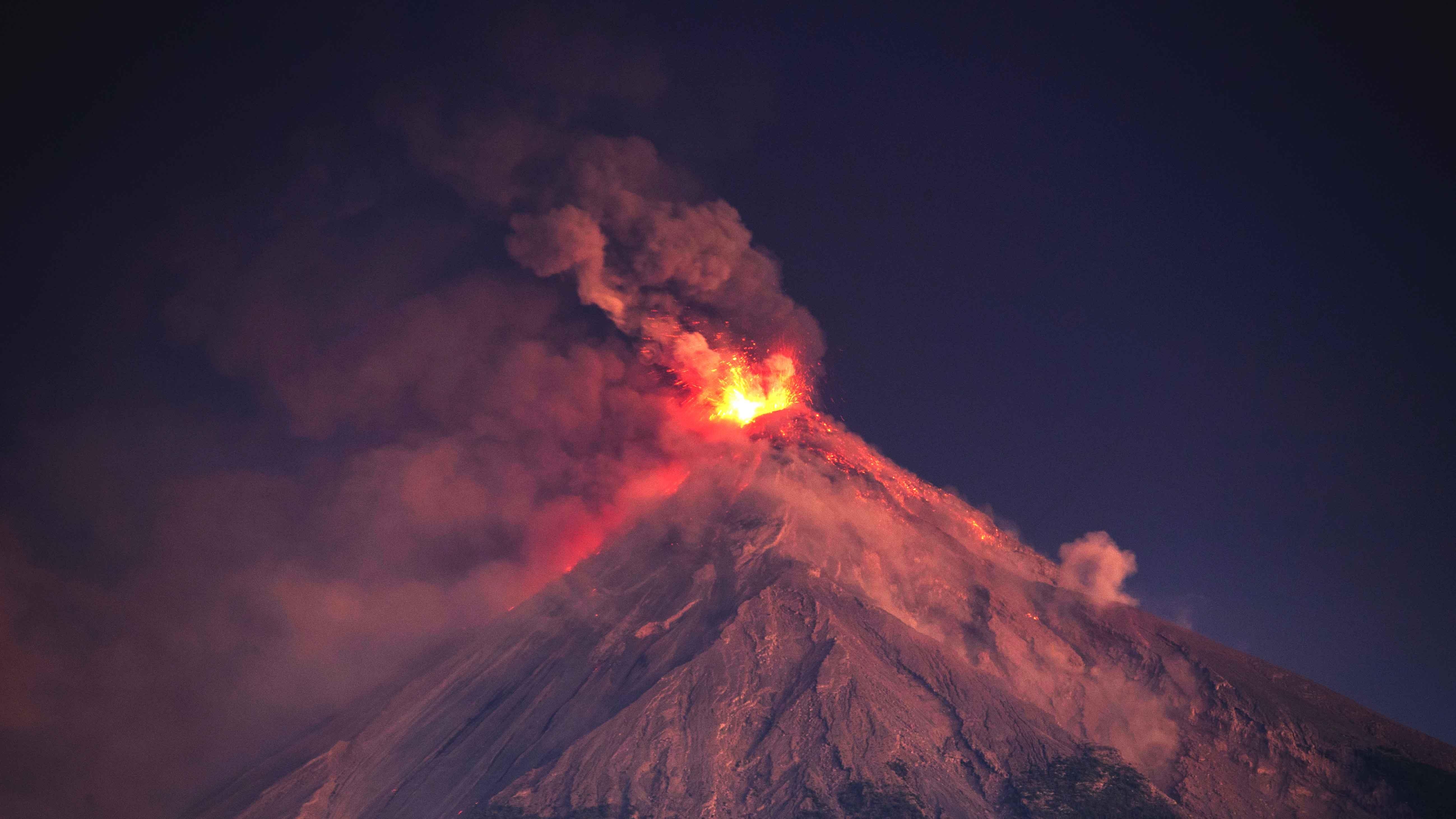 Tausende auf der Flucht: Einer der gefährlichsten Vulkane der Welt ist ausgebrochen