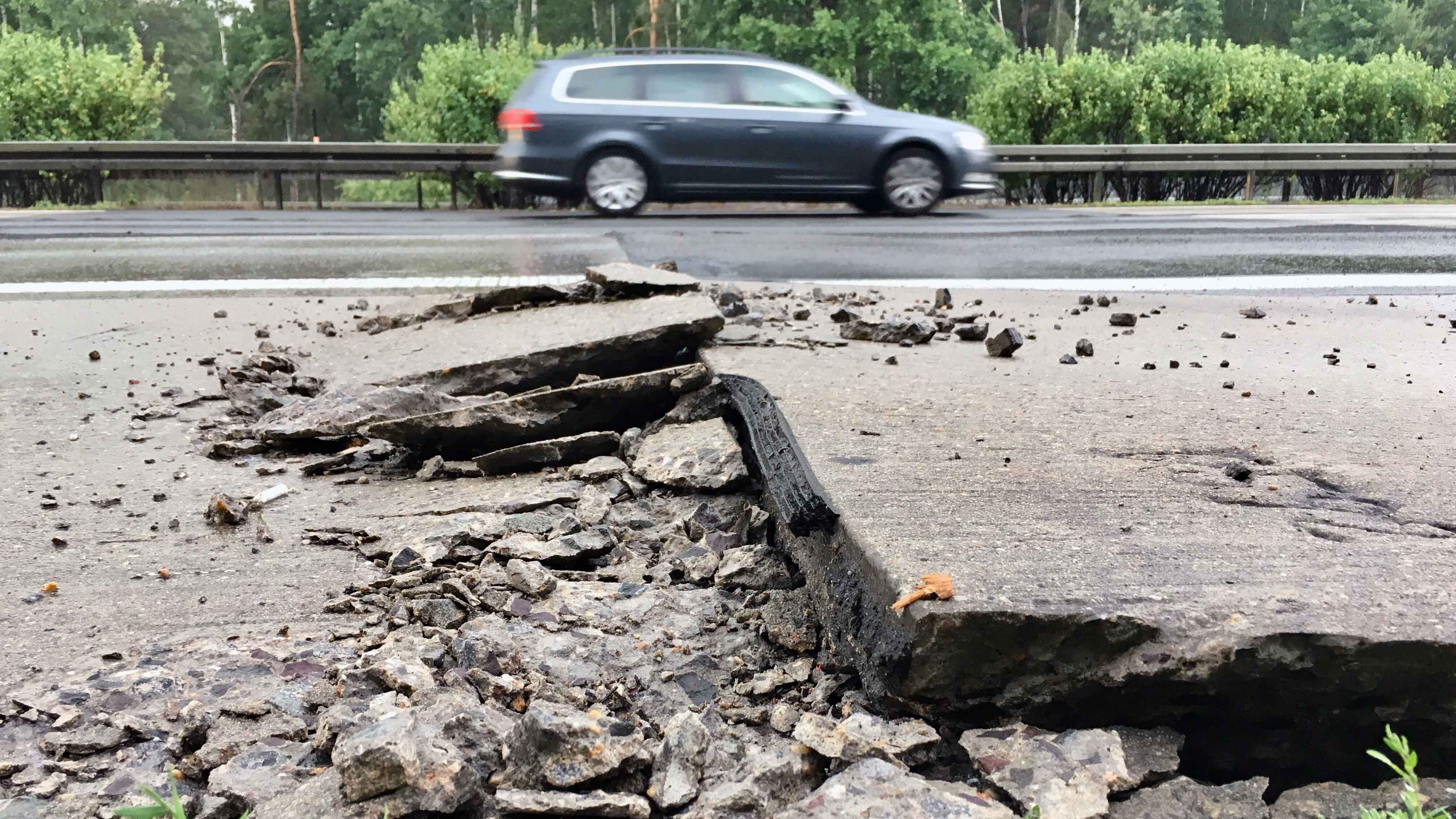 Blow-Ups und Spurrillen – so kann Hitze Autobahnen zerstören