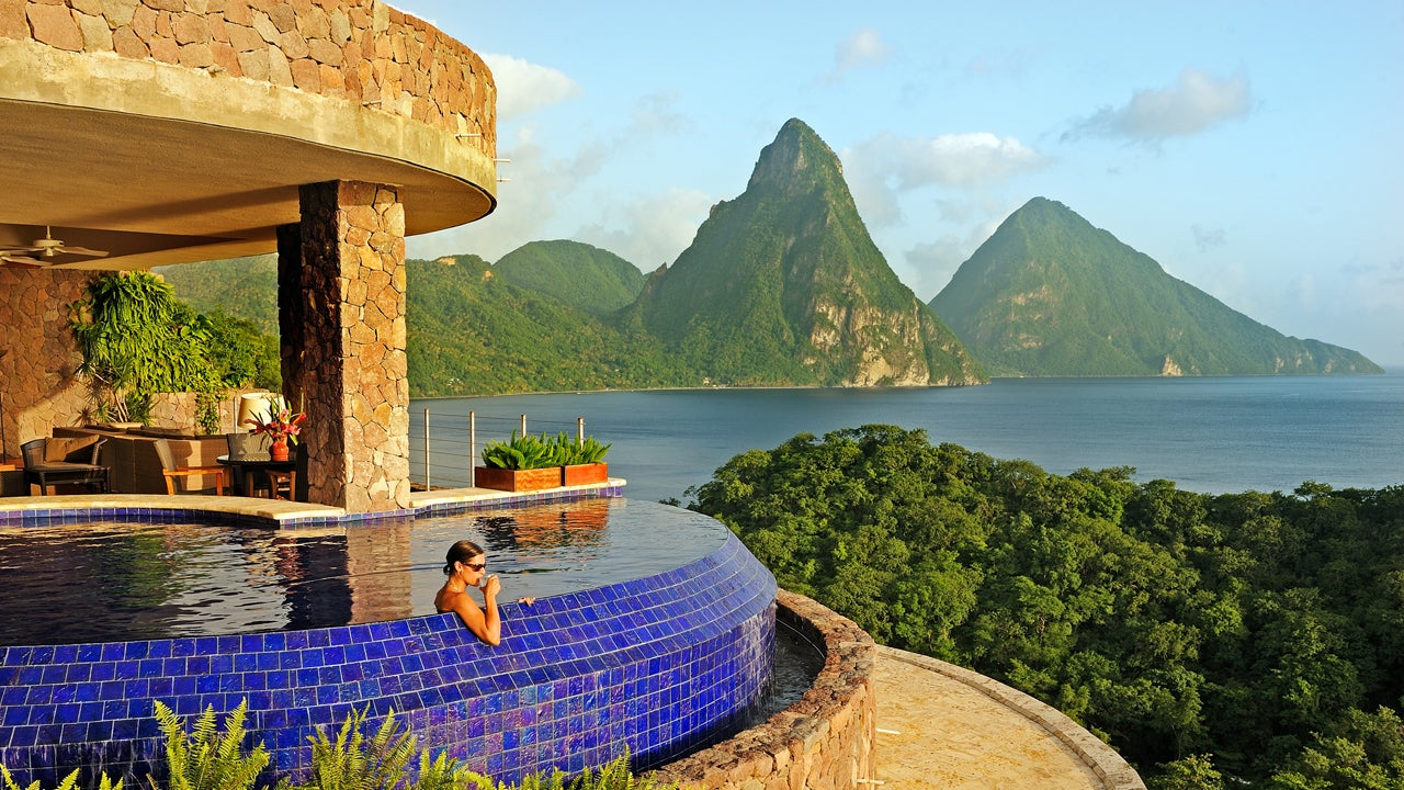 30 Incredible Hotels With Views of Natural Wonders (PHOTOS)