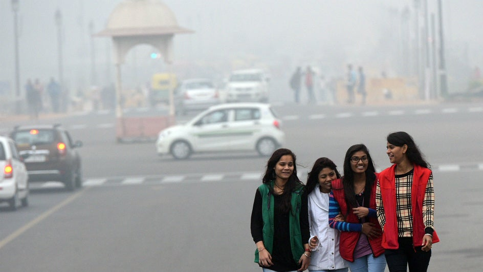 As Delhi Gets Colder, Air Quality Goes Back to Hazardous Levels