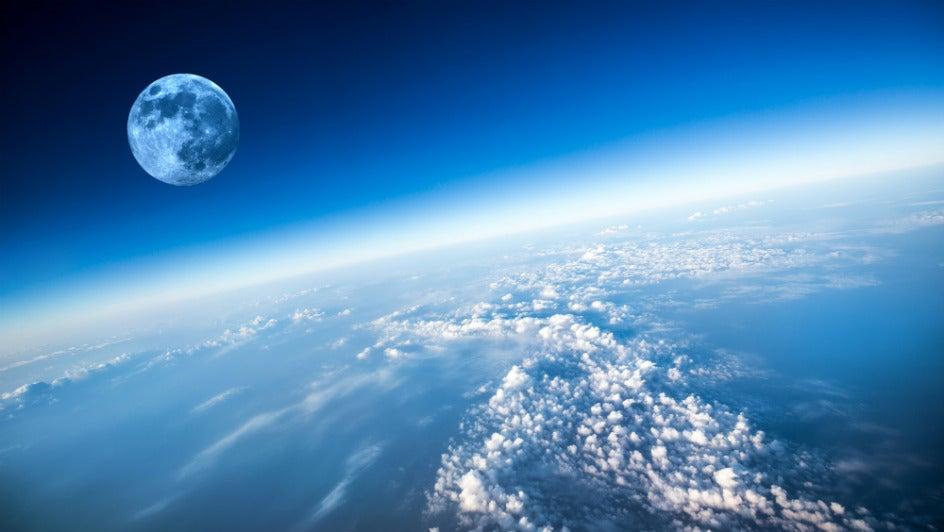 La tierra no tiene una, sino tres lunas