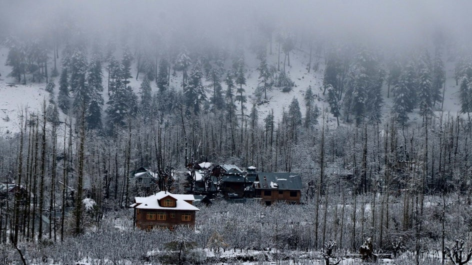 Visit These Tourist Destinations in India to Enjoy Snowfall this Holiday Season