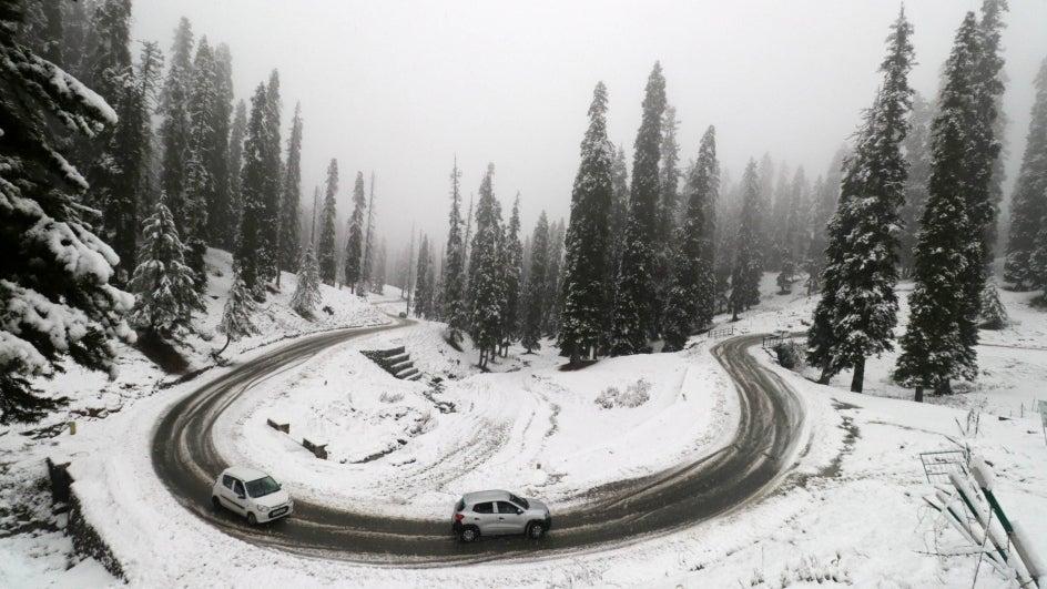 Heaven on Earth: Season's First Snowfall in Kashmir (PHOTOS)
