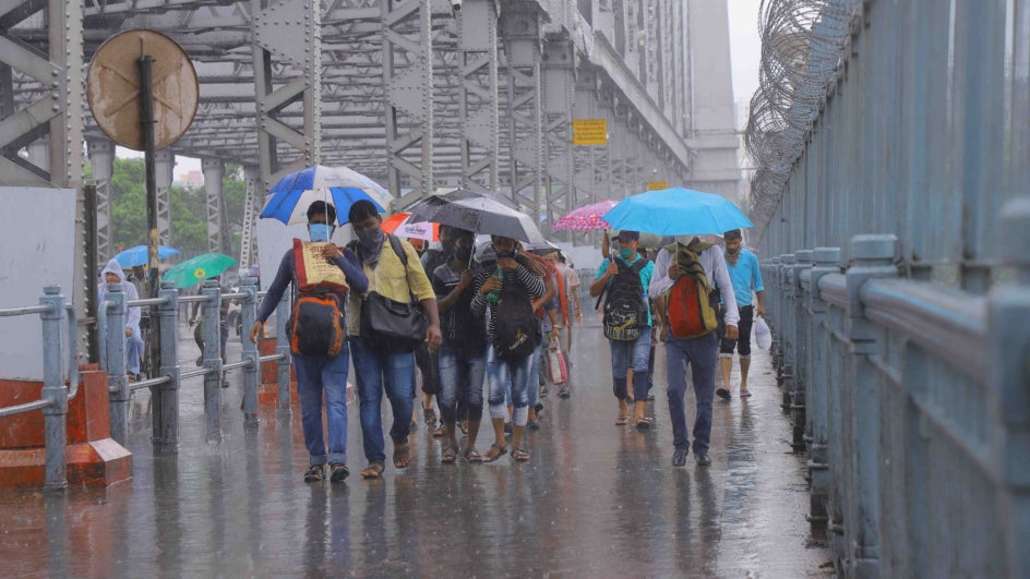 Northern Half of West Bengal on Red Alert This Friday; Heavy Rains, Thunderstorms to Lash All Eight Districts