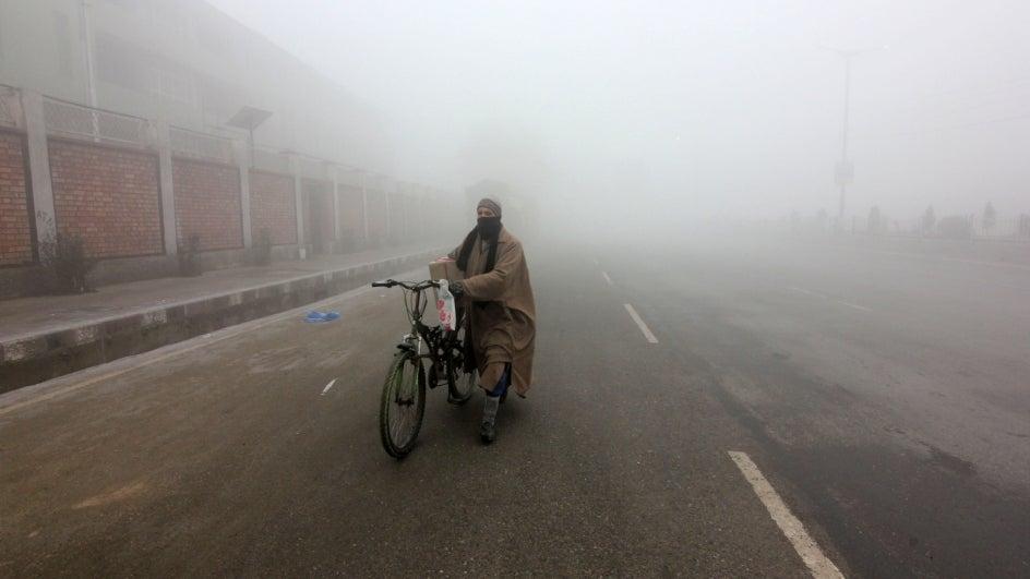 Dense Fog Disrupts Air Traffic, Normal Life in Kashmir