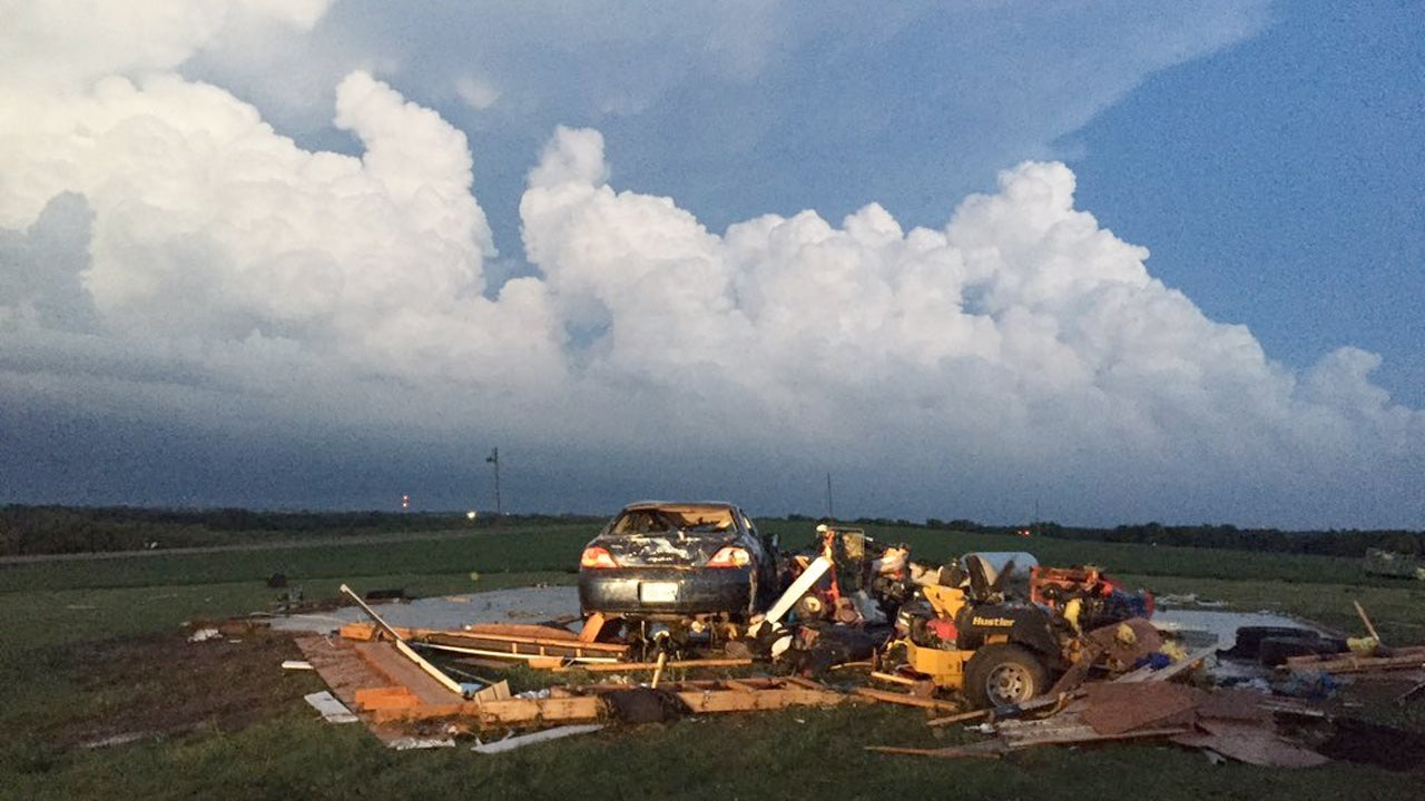 Kansas dickinson county abilene - Large Ef4 Tornado Narrowly Misses Kansas Town As Many As 25 Homes Damaged Some No Longer In Existence The Weather Channel