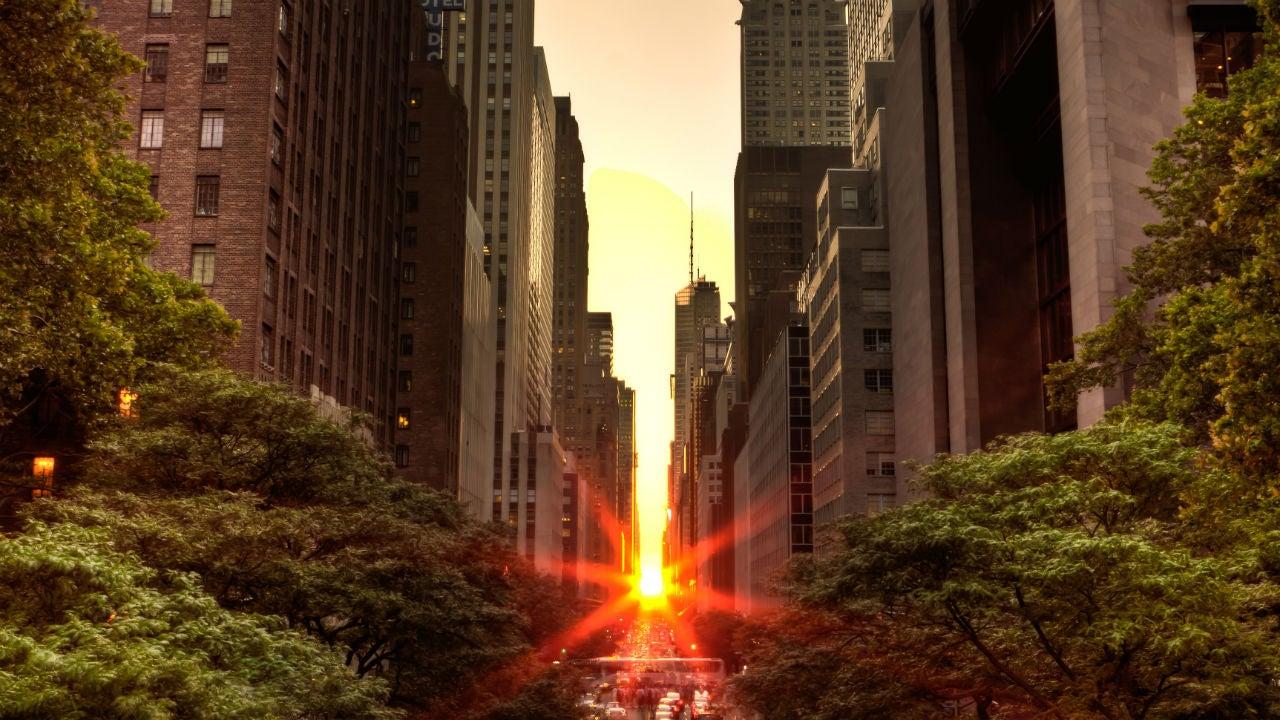 u0026 39 manhattanhenge u0026 39  returns to light up new york city streets