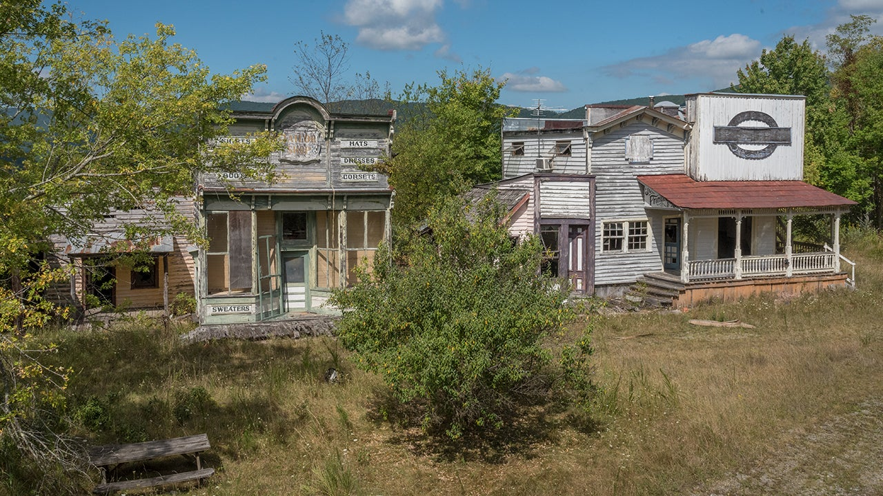 A Tour of America's Ghost Towns (PHOTOS)