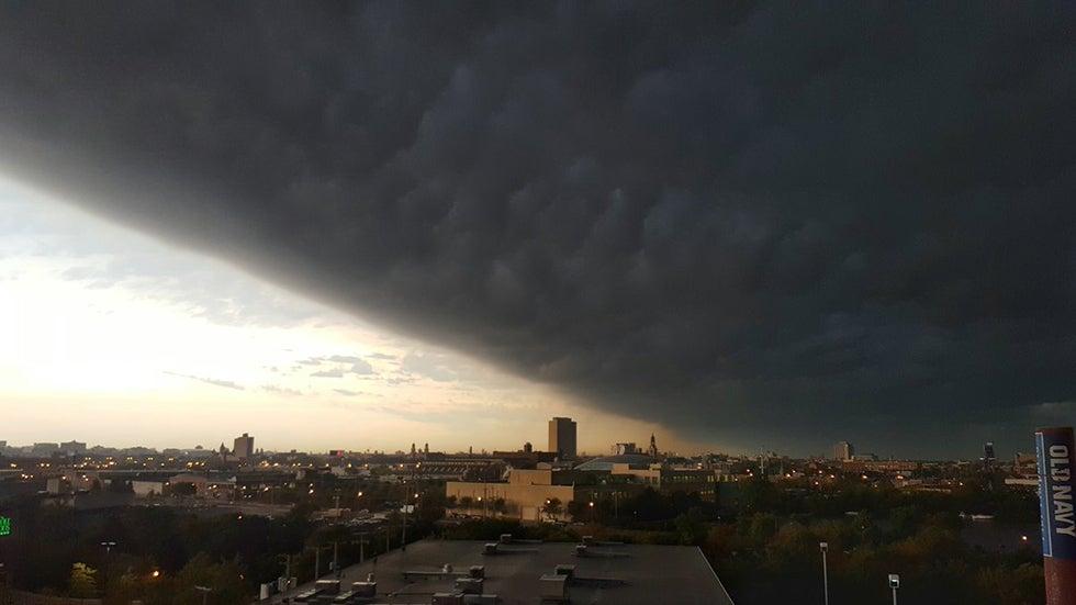 massive shelf cloud turns chicago into gotham