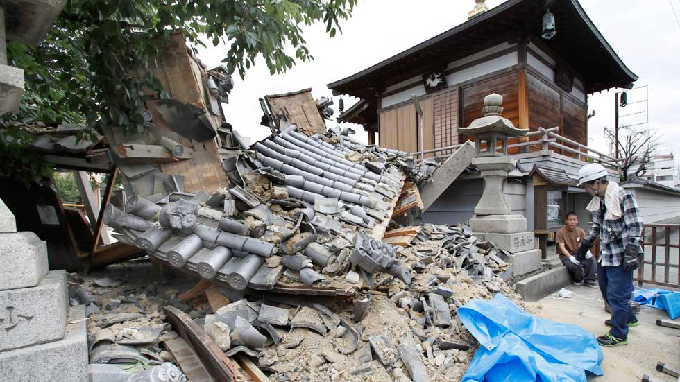Japan Earthquake Kills 4, Injures More Than 300