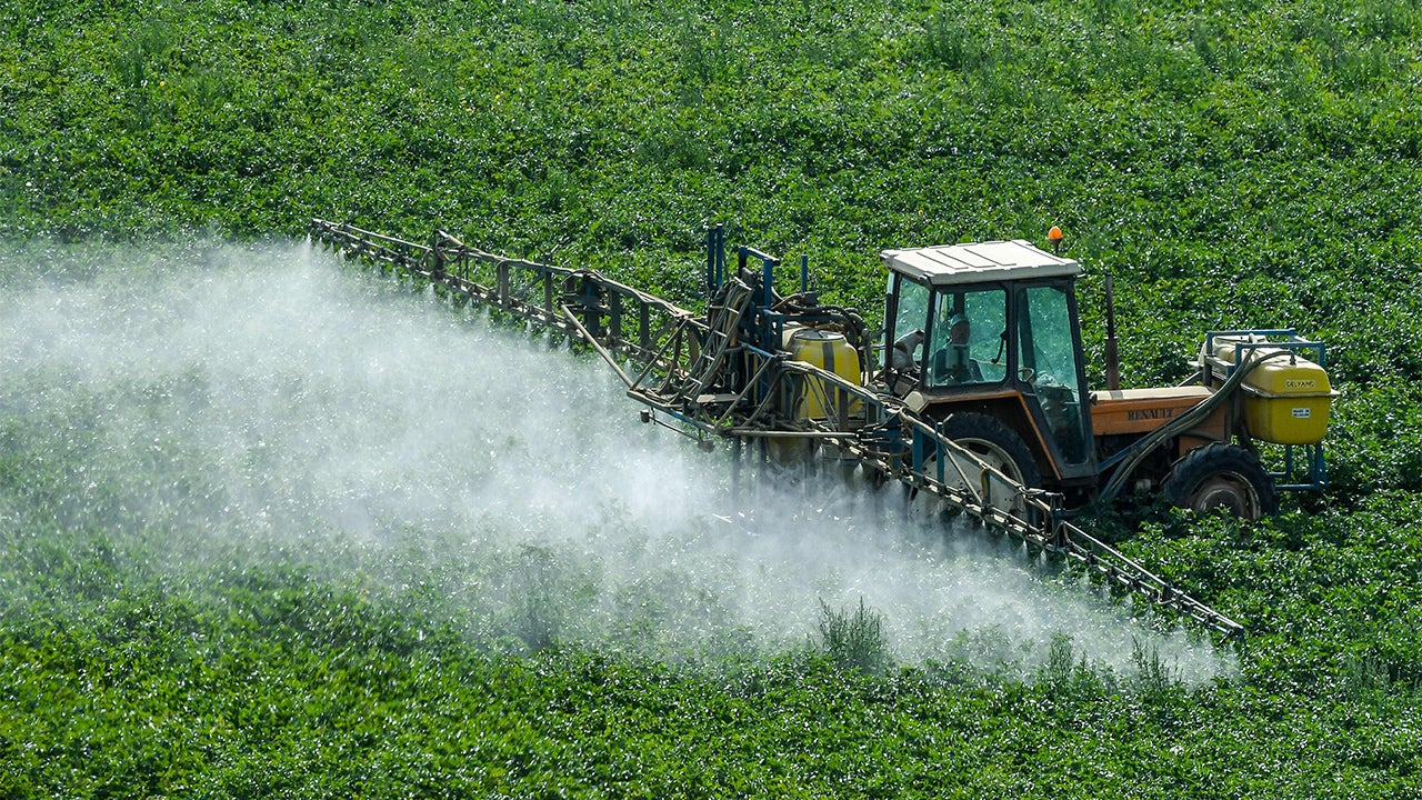 Nearly Half a Million Pounds of Toxic Pesticides Sprayed on Wildlife Refuges, Report Says