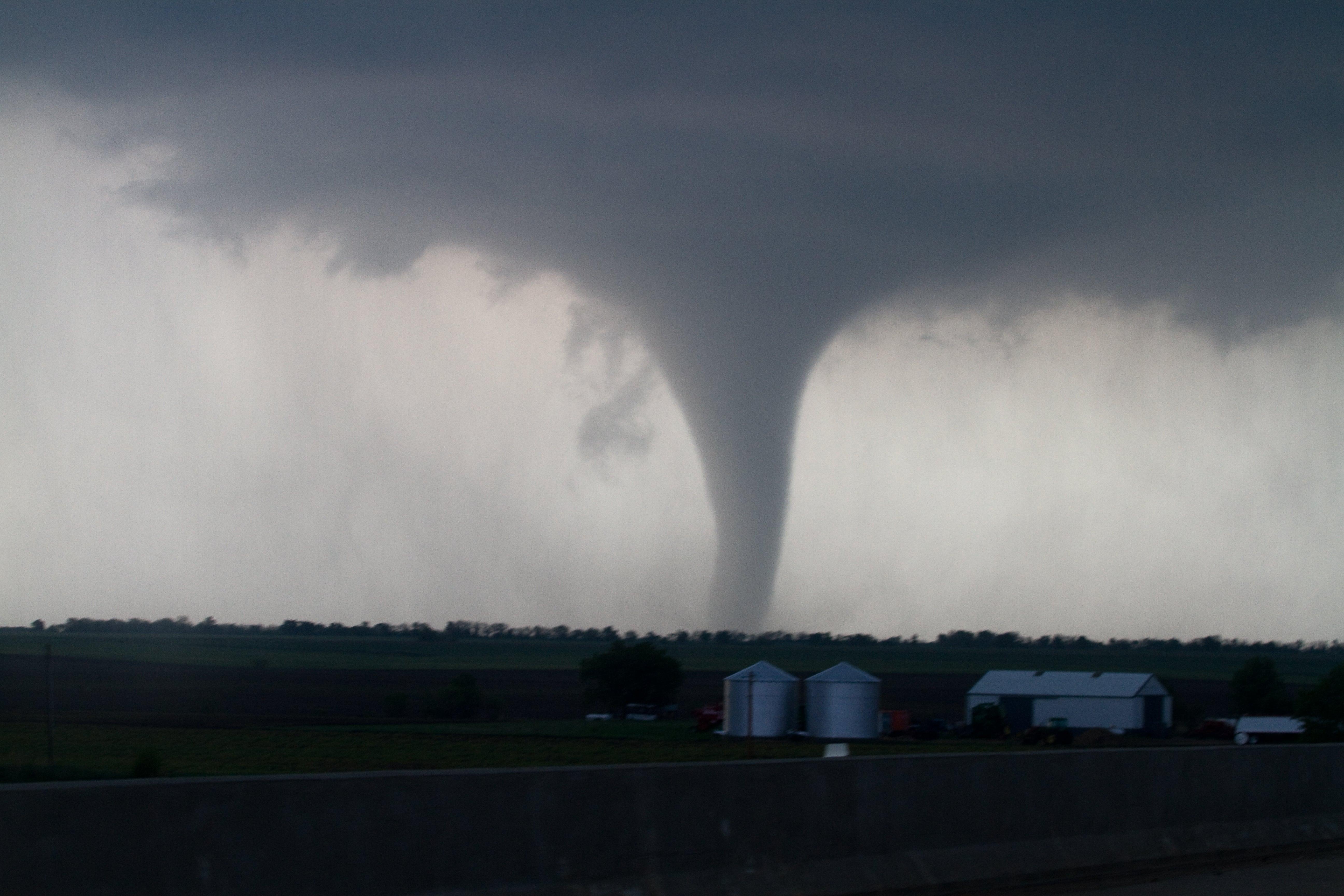 tornado hits mobile  ala    u0026 39 severe damage u0026 39  confirmed